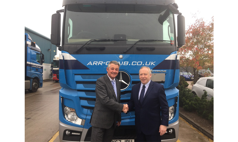 John Gregory, chief exec GD (left) and Eddie Anderson (r) chief exec at ARR Craib
